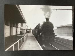 Photographie Originale De J.BAZIN : Cie BELGE : Locomotive 97032 Et Train En Gare De Braine - Lalleud   En 1959 - Treinen