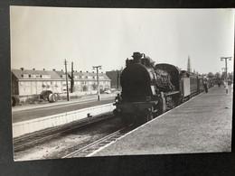 Photographie Originale De J.BAZIN : Cie BELGE : Locomotive 64126  Et Train En Gare D' ANTWERPEN En 1959 - Treinen