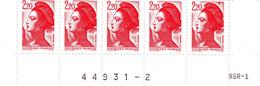 YT 2376 ** - Liberté 2,20 Rouge - Variété Triangle Rouge Tenant Au Cadre Haut Case 95 - Abarten: 1980-89 Ungebraucht