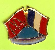 Pin's Mac Do McDonald's Drapeau Nouvelle Calédonie  / New Caledonia ( 1er Restaurant 19??) - 9X30 - McDonald's