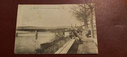 Ancienne Carte Postale - Trévoux - Un Coin De La Place Decla Terasse - Trévoux