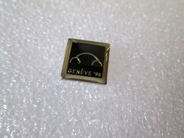 PIN'S     VOLKSWAGEN   COCCINELLE   NEW BEETLE  GENEVE 96  10mm - Volkswagen