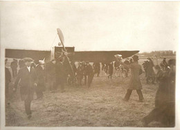 1912 . ON RENTRE LE MONOPLAN DE HAMEL AVEC MISS DAVIS - Aviation