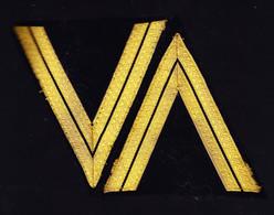 Garde Républicaine. Paire De Galons De Maréchal Des Logis. Tissu Cannetille D'or, Grand V, Bas De Manches. + 1 Ecusson D - Army