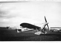 Photographie Anonyme Vintage Snapshot Avion Aéroplane Avionnette Plane - Aviation