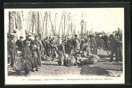 CPA Dunkerque, Quai Des Hollandais, Débarquement Des Effets Des Pêcheurs Islandais - Dunkerque