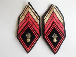Militaria .lot De 2 Galons / Losange .bras  Avec Crochets. . Grade +  Grenade - Patches