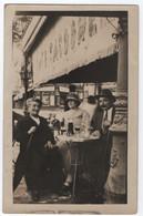 """CARTE PHOTO : DEVANTURE DU CAFE """" SACOUME """" - CLIENTS EN TERRASSE - JOLIS POTEAUX EN FER FORGE -z 2 SCANS Z- - To Identify"""