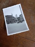 OLDTIMER VOR BRUNNEN IN FLORENZ - ITALIEN - ITALY - Automobili