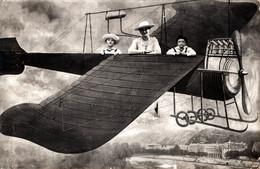 Carte Photo Montage Originale - Photo De Foire, Mère Et Enfants En Avion En 1917 Avec Correspondance Timbrée Dos - Aviation