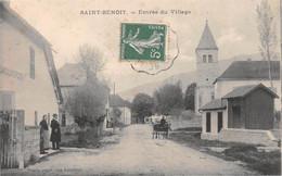 SAINT-BENOIT-Groslée - Entrée Du Village - Dumoulin Epicier - Calèche, Eglise - Autres Communes