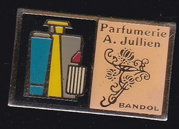 70903-Pin's. Parfumerie A.Jullien.Bandol.Var.Parfum. - Profumi