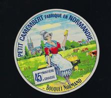 "étiquette Fromage Petit Camembert Normandie Bouquet Normand 45%mg Orne 61B ""  Femme, Banc, Vache "" - Cheese"