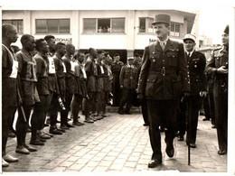 REVUE GENERAL LECLERC . MAROC . COURSE A PIEDS CASA RABAT . 1947 - Famous People