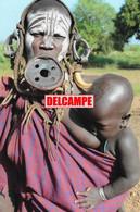 F29 PHOTOGRAPHIE ETHNIQUE AFRIQUE ETHIOPIE TRIBU MURSI FEMME PLATEAU SEIN NU ALLAITEMENT LAIT ENFANT AFRICA NUDE WOMAN - Etiopía