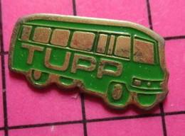 SP09 Pin's Pins / Beau Et Rare / THEME : TRANSPORTS /  AUTOBUS ROUTIER VERT TUPP Pas Erware ! - Transportation