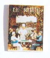 Pin's Marseille (13) - Restaurant LE RHUL - Chef Dans La Partie De Carte De Pagnol - K261 - Steden