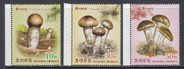 2017 North Korea DPR Mushrooms Fungi Complete Set Of 3 MNH - Korea, North