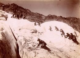 Photos (16 X 22 Cm). Lot De Deux Photos, Chasseurs Alpins Au Glacier D'Arsine (Hautes-Alpes) - Guerra, Militari