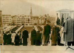PHOTO DE PRESSE BRUXELLES SILHOUETTES SANS TETE JARDINS DE L'ALBERTINE - Plaatsen