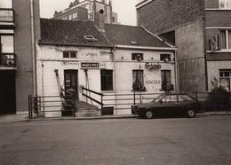 Photo Ancienne De Uccle  Parvis Saint Pierre Café Commerce Du Brabant Maison Cure Presbytère Ferme église - Places