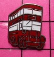 SP10 Pin's Pins / Beau Et Rare / THEME : TRANSPORTS / AUTOBUS URBAIN ANGLAIS ROUGE ET BLANC - Transportation