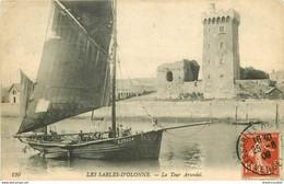 AB. 85 LES SABLES D'OLONNE. Bateau De Pêcheurs Passant Devant La Tour Arundel 1908 - Sables D'Olonne