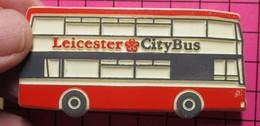 SP10 Pin's Pins / Beau Et Rare / THEME : TRANSPORTS / AUTOBUS URBAIN ANGLAIS ROUGE  ET BLANC LEICESTER CITY BUS - Transportation