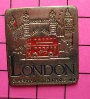 SP11 Pin's Pins / Beau Et Rare / THEME : TRANSPORTS / AUTOBUS URBAIN ROUGE AGLAIS LONDON ET TOWER BRIDGE BIG BEN - Transportation