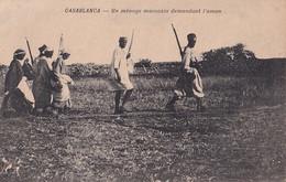 J12- CASABLANCA - UN MENAGE MAROCAIN DEMANDANT L ' AMAN - ETAT( 2 SCANS ) - Casablanca