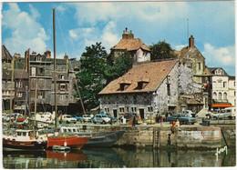 Honfleur: FORD TAUNUS 1300 P6, RENAULT 4 4F, COMBI, CITROËN DYANE, PEUGEOT 204 BREAK - La Lieutenance - Turismo