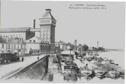 CORBEIL - LES GRANDS MOULINS - DECHARGEMENT DES BATEAUX DE BLE - SUPERBE ANIMATION - VERS 1900 - Corbeil Essonnes