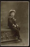 Carte Photo - Portrait D'un Petit Garçon - Garçonnet En Costume Marin - Marinière Et Canne - Voir Scans - Ritratti