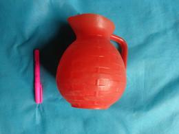 Carafe Rouge Plastique Vintage - Unclassified