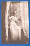 Frau Im Weiss; Femme; Woman; Girl; Hope - Femmes