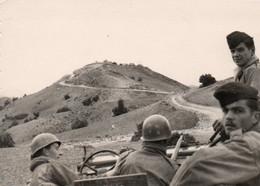 Guerre D'Algérie Photo Originale 7,5x10,5 Militaires A Voir - Krieg, Militär