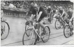 CYCLISME. L ARRIVEE DE PARIS / BREST / PARIS. AU PARC DES PRINCES - Cycling