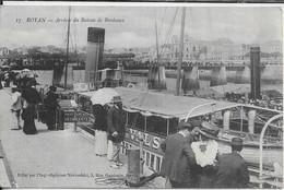 CPA  ROYAN  17  :  Arrivée Du Bâteau De Bordeaux  -  Casino Au Fond  -  Belle Animation -   Carte Voyagée  -  1915 - Royan