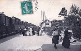 77 - Seine Et Marne -  MELUN - La Gare - Arrivée D Un Train - Melun