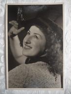 Photo Vintage Portrait De Femme - 1949 - 13,5 X 9 - Anonymous Persons