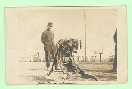 R169 - Militaria - CARTE PHOTO - Militaire Avec Mitrailleuse Allemande - Matériel - Equipment