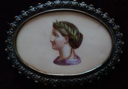 Miniatura Su Porcellana Matrona Romana Con Cornicetta Bronzo Prima Metà '800 (H70) Come Da Foto 11,8 X 8,0 Cm - Personen
