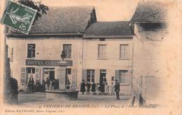VERIZIEU-de-BRIORD - La Place Et L'Hôtel Curthillat - Fontaine - Philatélie Cachet En Pointillés Groslée - Altri Comuni