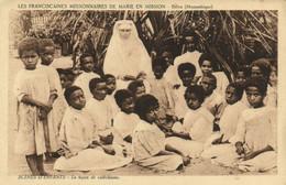 PC CPA MOZAMBIQUE SCÉNES D'ENFANT LA LECON DE CATÉCHISME  (b24871) - Mozambique
