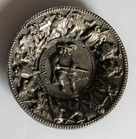 """Coupelle Vide Poche Commémorative D'Artagnan Charles De Batz """"un Pour Tous, Tous Pour Un"""" En étain Années 60 - Other"""