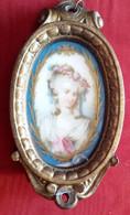 Dipinto Su Porcellana Figura Femminile Con Cornicetta In Ottone Prima Metà '800 (H73) Come Da Foto 11,6 X 6,0 Cm - Personen