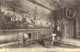 CPA - FONTAINEBLEAU - LE PALAIS - ANTICHAMBRES DES APPARTEMENTS DU PAPE - Fontainebleau