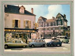 CPSM Dentelée - (77) CHELLES - Aspect De La Gare Et De La Maison De La Presse En 1974 - Automobile  Renault Et Citroen - Chelles