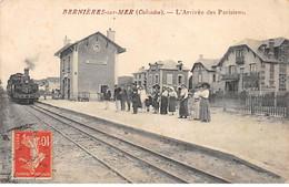 BERNIERES SUR MER - L'Arrivée Des Parisiens - Très Bon état - Otros Municipios