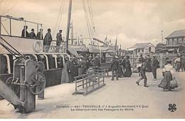 """TROUVILLE - L' """" Augustin Normand """" à Quai - Le Débarquement Des Passagers Du Havre - Très Bon état - Trouville"""
